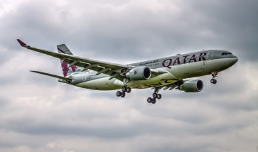 Avión de Qatar Airways en pleno vuelo